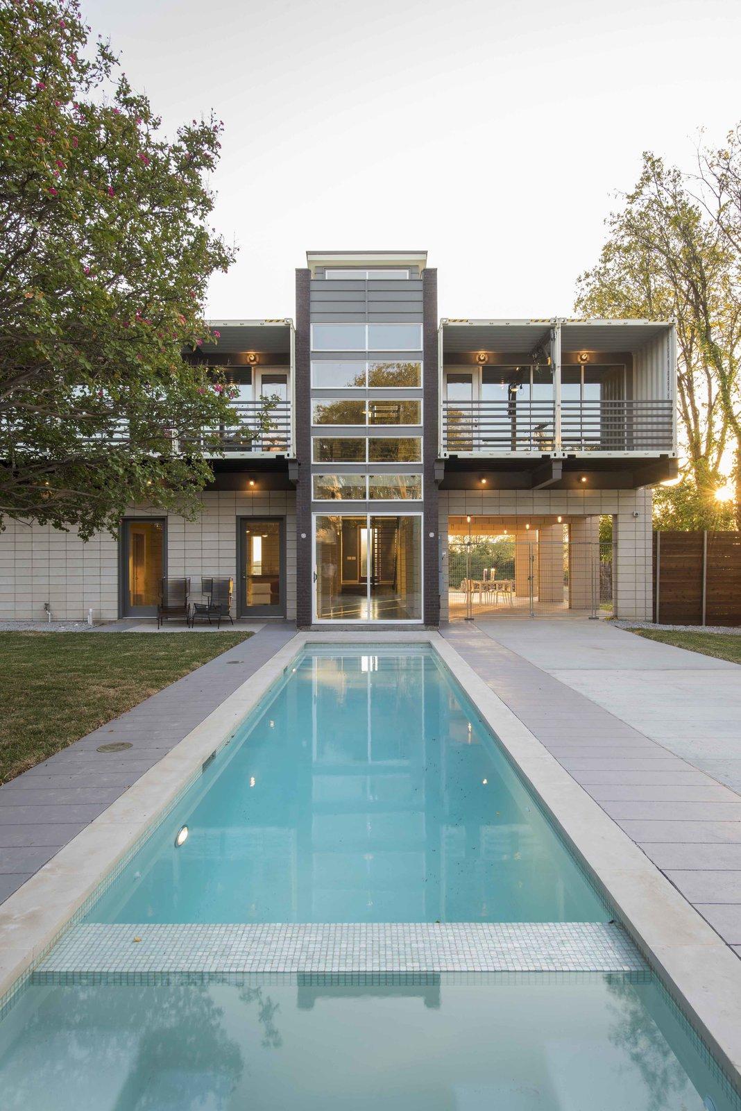 Chỉ với 14 Container 40 Feet một ngôi nhà hiện đại được hình thành