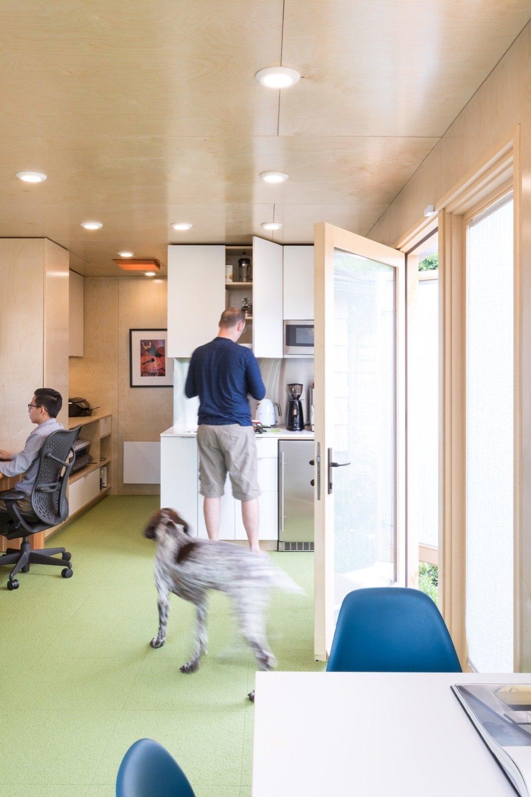 Biến Container thành 1 văn phòng làm việc cực chất, tại sao không ?